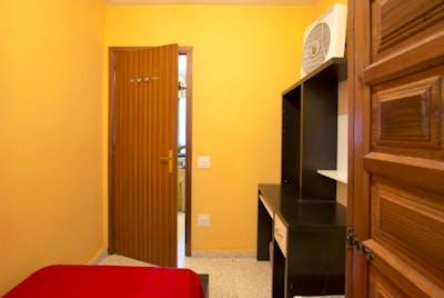Tiny single bedroom close to Facultad Bellas Artes  - Gallery -  2