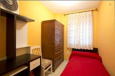 Tiny single bedroom close to Facultad Bellas Artes  - Gallery -  1