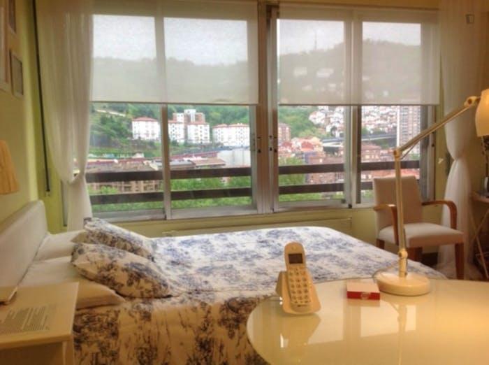 Wonderful double bedroom in a 3-bedroom apartment near Plaza de la Convivencia  - Gallery -  1