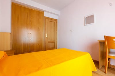 Sunny single bedroom in a residence in Figares  - Gallery -  1