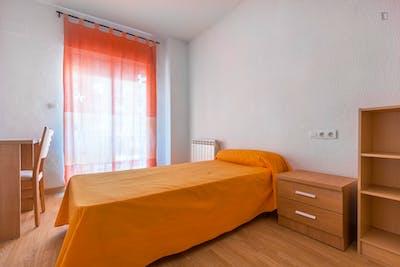 Sunny single bedroom in a residence in Figares  - Gallery -  2