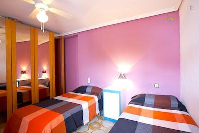 Twin bedroom, close to Santa Justa station  - Gallery -  1