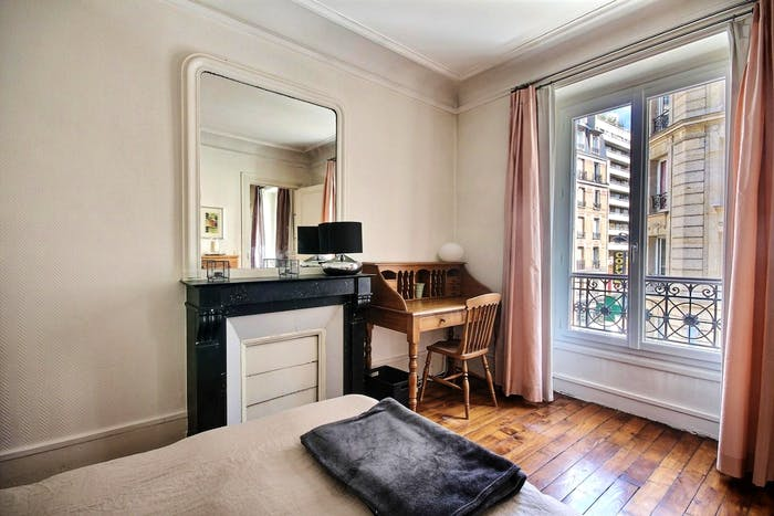 Vintage 1-bedroom apartment with a cozy fireplace in Paris, near Convention subway station  - Gallery -  2