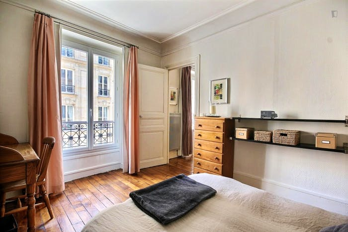 Vintage 1-bedroom apartment with a cozy fireplace in Paris, near Convention subway station  - Gallery -  3