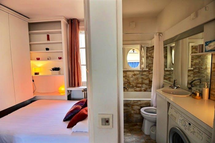 Welcoming 1-bedroom apartment near Saint-Paul metro  - Gallery -  1