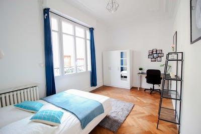 Grande chambre en colocation dans une grande maison en plein centre de Bordeaux