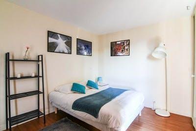 Tasteful double bedroom in Rueil Mailmaison  - Gallery -  3