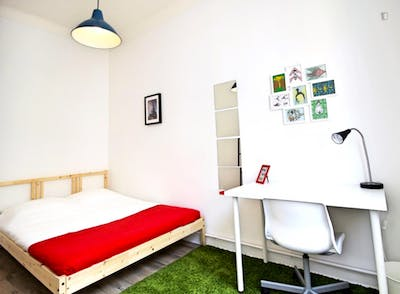 Charming double bedroom in a 3-bedroom apartment