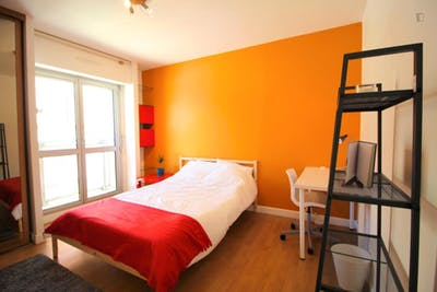 Charismatic double bedroom with a balcony, in Saint-Charles