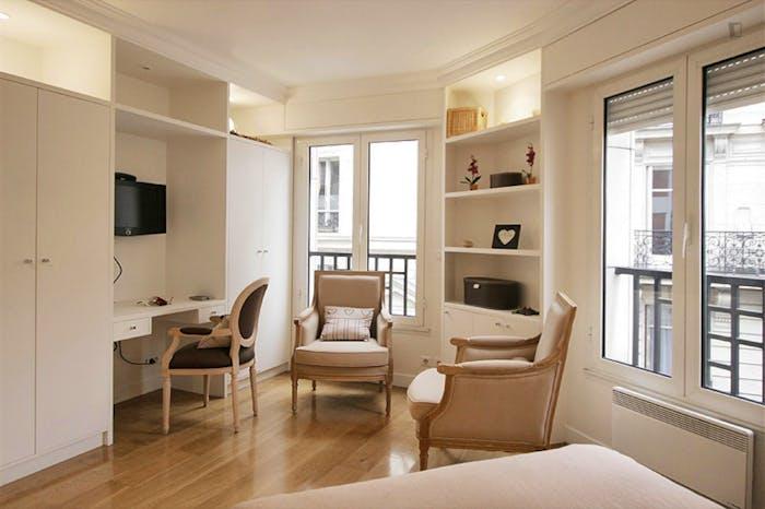 Very clean studio flat in the 16th arrondissement  - Gallery -  5