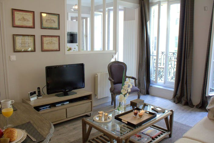 Vintage 1-bedroom apartment near the Saint-Paul metro  - Gallery -  4