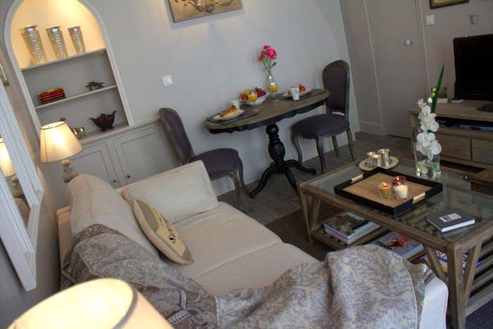 Vintage 1-bedroom apartment near the Saint-Paul metro  - Gallery -  2