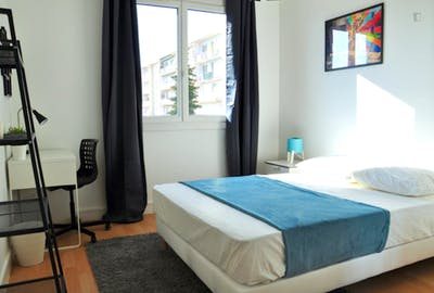 Lovely double bedroom in a 4 bedroom apartment