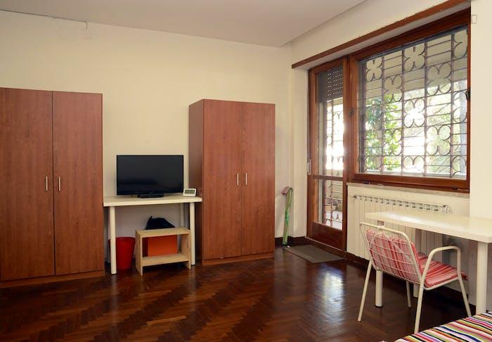 Very nice double bedroom near Riserva Naturale del Laurentino Acqua Acetosa  - Gallery -  3