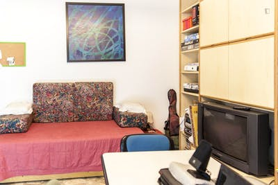 Comfy double bedroom near the Libera Accademia Belle Arti Firenze