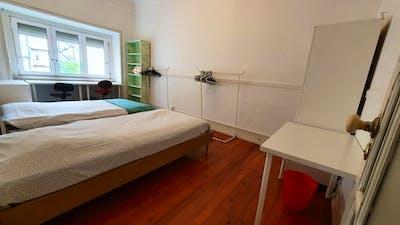 Twin bedroom near Areeiro metro station  - Gallery -  1