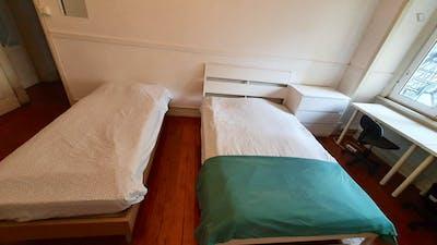 Twin bedroom near Areeiro metro station  - Gallery -  3