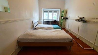 Twin bedroom near Areeiro metro station  - Gallery -  2