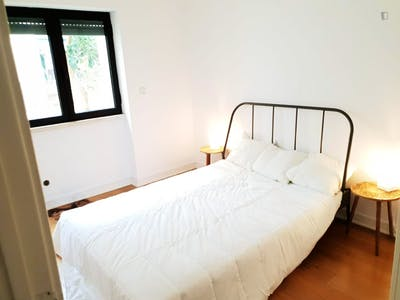 Welcoming double bedroom in a student flat, in São Bento  - Gallery -  1