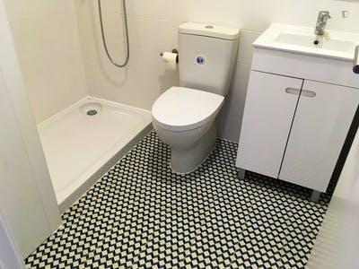 Single bedroom in 8-bedroom house