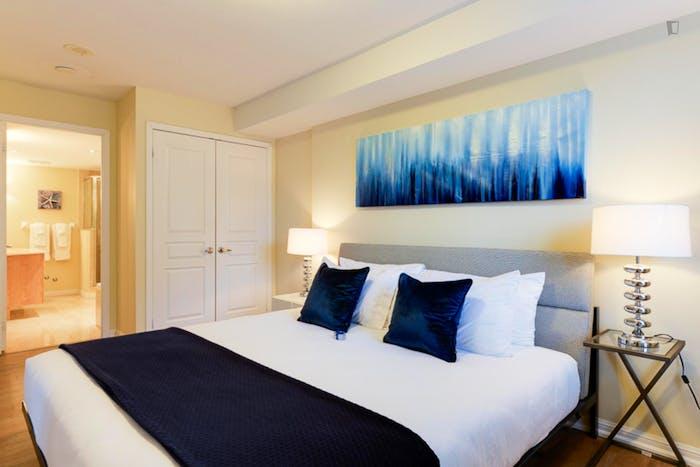Wonderful 2-bedroom apartment in Toronto, near Osgoode subway station  - Gallery -  2