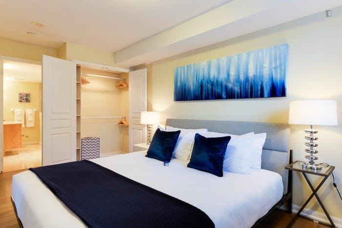 Wonderful 2-bedroom apartment in Toronto, near Osgoode subway station  - Gallery -  3