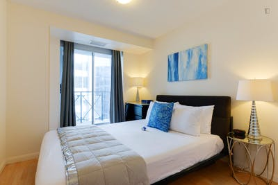 Sunny & bright 1-bedroom apartment with Den in Toronto, near Osgoode subway station  - Gallery -  1