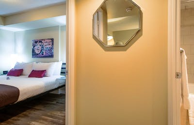 Super modern 1-bedroom apartment in Toronto near Osgoode subway station    - Gallery -  3