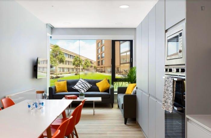 Well-lit double bedroom in a residence near Grangegorman tram stop  - Gallery -  9