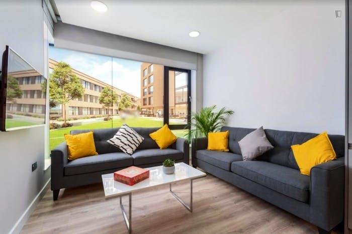 Well-lit double bedroom in a residence near Grangegorman tram stop  - Gallery -  6
