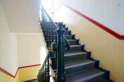 Welcoming spacious room in 3-bedroom flat near U Heinrich-Heine-Strasse metro  - Gallery -  2
