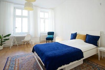 Welcoming spacious room in 3-bedroom flat near U Heinrich-Heine-Strasse metro  - Gallery -  3