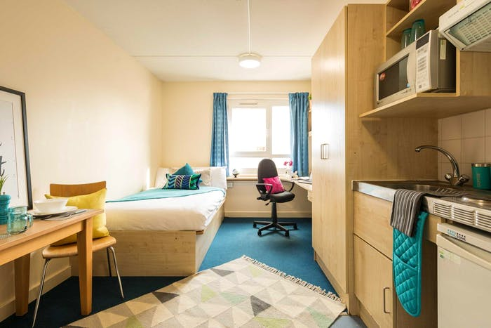 Wonderful single bedroom in a nice apartment near Charlotte Turner Gardens  - Gallery -  3
