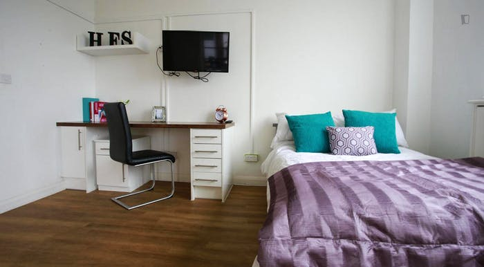 Wonderful double bedroom near Bosworth Road (Stop K)  - Gallery -  6
