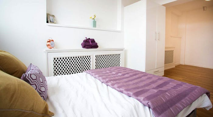Wonderful double bedroom near Bosworth Road (Stop K)  - Gallery -  9