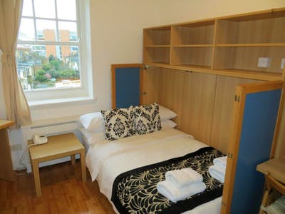 Studio with access to fully-fitted shared kitchen  - Gallery -  1