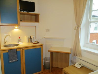 Studio with access to fully-fitted shared kitchen  - Gallery -  3