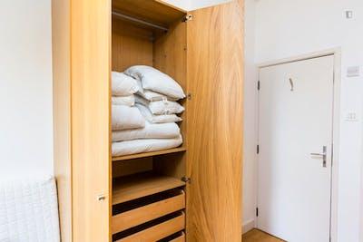 Studio apartment in West Kensington  - Gallery -  3