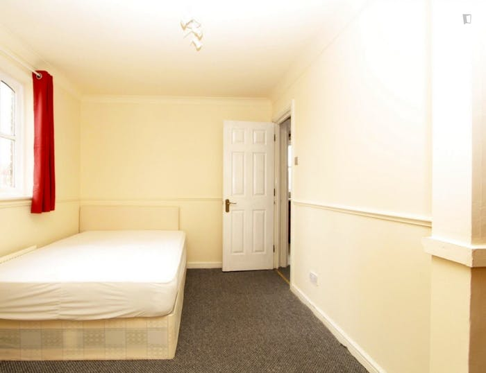 Well-lit double bedroom in up-and-coming Rotherhithe  - Gallery -  1