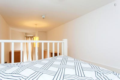 Sunny lofted studio apartment in residential Earl's Court  - Gallery -  1