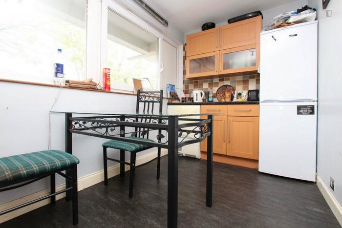 Welcoming double bedroom near the Mile End tube  - Gallery -  9