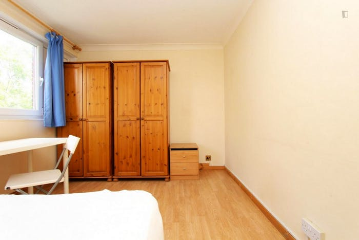 Welcoming double bedroom near the Mile End tube  - Gallery -  3