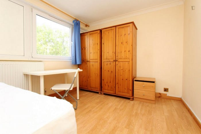 Welcoming double bedroom near the Mile End tube  - Gallery -  5