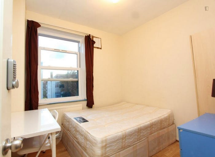 Very neat double bedroom in Shoreditch  - Gallery -  3