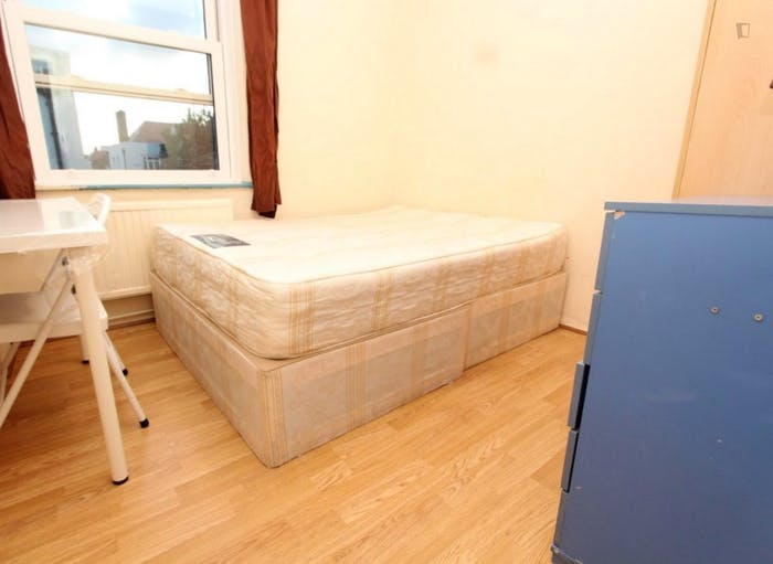 Very neat double bedroom in Shoreditch  - Gallery -  1