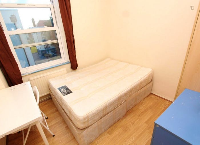 Very neat double bedroom in Shoreditch  - Gallery -  2