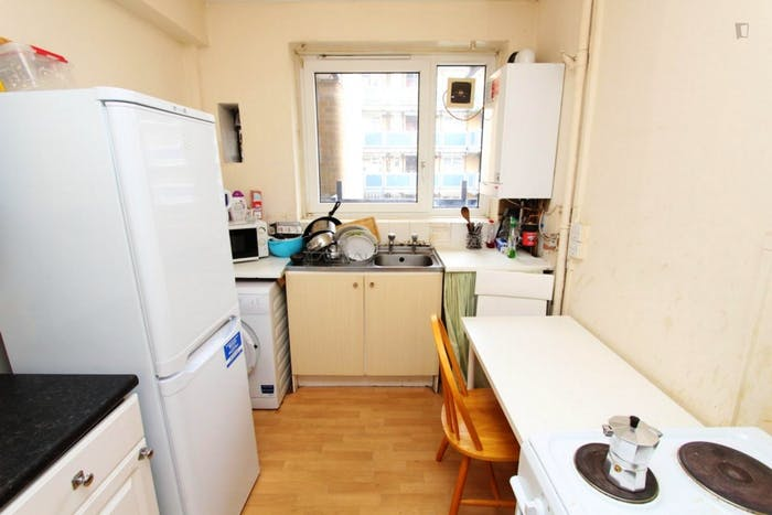 Welcoming double bedroom near the Stepney Green tube  - Gallery -  8
