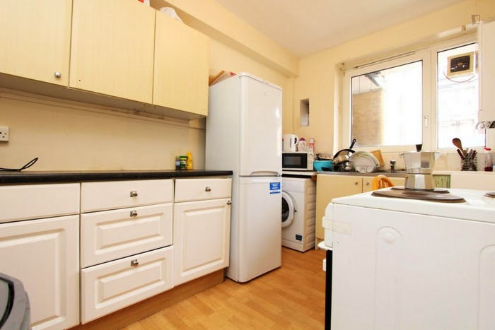 Welcoming double bedroom near the Stepney Green tube  - Gallery -  5