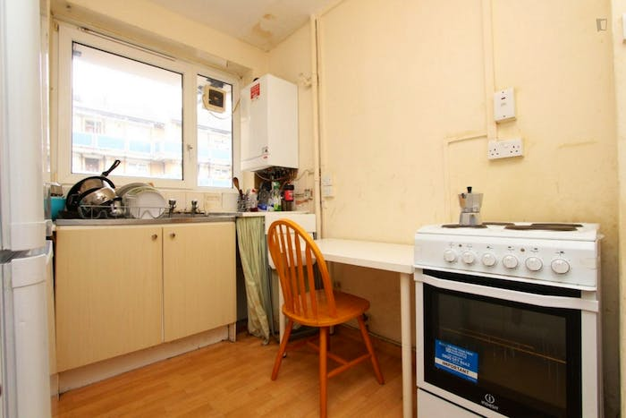 Welcoming double bedroom near the Stepney Green tube  - Gallery -  7