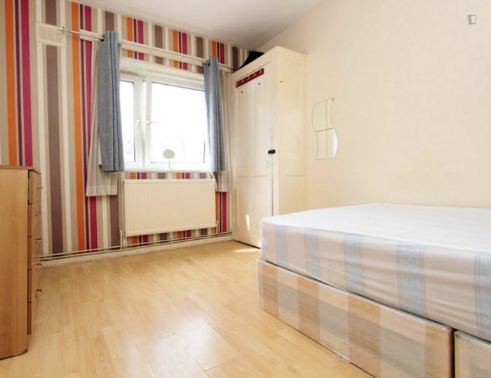 Welcoming double bedroom near the Stepney Green tube  - Gallery -  2